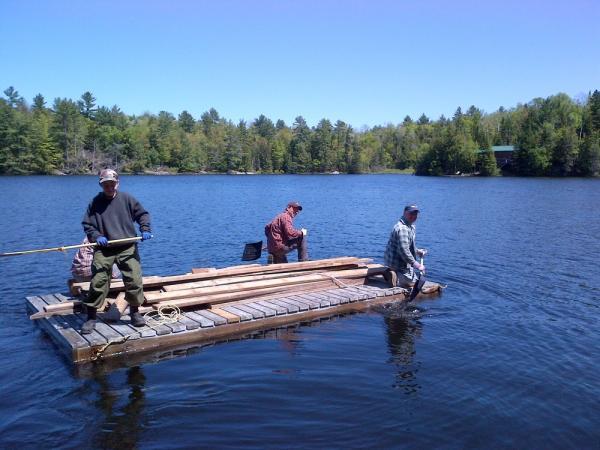 Ehitusmaterjal sai sauna viidud parvega üle järve - pics/2013/05/39429_026_t.jpg