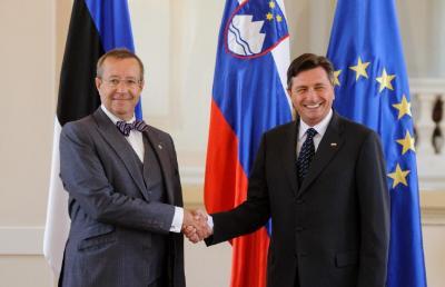 Foto 1: President Toomas Hendrik Ilves ja Sloveenia riigipea Borut Pahor - sõbrad juba 15 aastat ning pinginaabrid ajal, mil mõlemad olid Euroopa Parlamendi liikmed. Möödunud aasta detsembris, kui Borut Pahor valiti Sloveenia presidendiks, esitas ta Eesti riigipeale küllakutse. - pics/2013/06/39568_002_t.jpg
