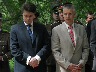 Eesti kaitseminister Urmas rensalu (vasakul) ja Läti kaitseminister dr. Artis Pabriks. - pics/2013/06/39628_002_t.jpg