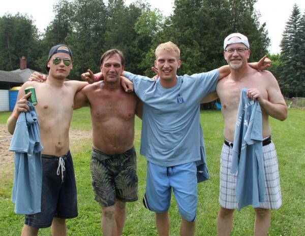 """Võrkpalliturniiri võitja meeskond """"Pirukad"""" koosseisuga Sven Wichman, Taimo Ilves, Markus Eichenbaum ja Paul Eichenbaum. - pics/2013/06/39684_009_t.jpg"""