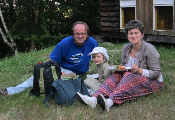 Perkond Pruuli nautimas õhtusööki - pics/2013/08/40115_022_t.jpg