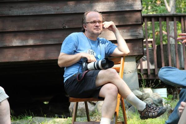 Ettevõtja, (aja)kirjanik ja maailmarändur Tiit Pruuli rääkis Metsülikoolis Eesti ajakirjandusest, ajakirjanduse rollist nõukogude ajal ja iseseisvas Eestis. Tiit Pruuli oli taasiseseisvusele eelnenud ja järgnevatel aastatel välisminister Lennart Meri pressiesindaja ja peminister Mart Laari nõunik. Ta oli valimisliidu Isamaa ja Lennart Meri valimiskampaania üks korraldajatest 1992. aastal. Aastast 2005 on Tiit Pruuli osanik AS-is Go Group. - pics/2013/08/40129_001_t.jpg