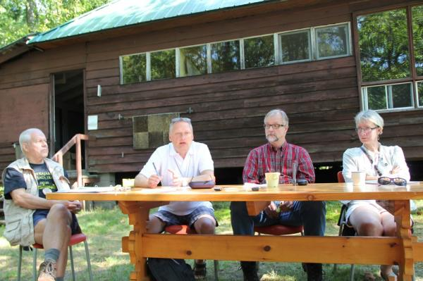 Paneelarutelu juhib vasakult Olev Träss, paneeli liikmed Tõnis Arro, Mihkel Tombak ja Marin Laak - pics/2013/08/40162_092_t.jpg
