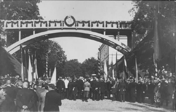 Foto Filmiarhiivi kogust: Aleksander Esimese ehk Kuradisilla avamise tseremoonia 1. septembril 1913 (vana kalendri järgi).  - pics/2013/09/40231_001_t.jpg