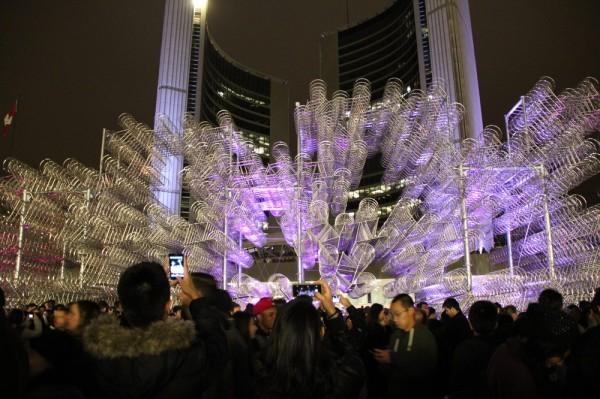 "Ai Weiwei ""Forever Bicycles"" Toronto raekoja platsil - pics/2013/10/40437_015_t.jpg"