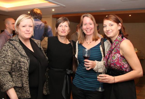 vasakult EstDocsi preagune juht Kristi Sau Doughty, endised juhid Ellen Valter ja Maimu Mölder ning eelmise aasta lühifilmide võistlusel auhinnaga pärjatud Kaisa Pitsi - pics/2013/10/40511_008_t.jpg