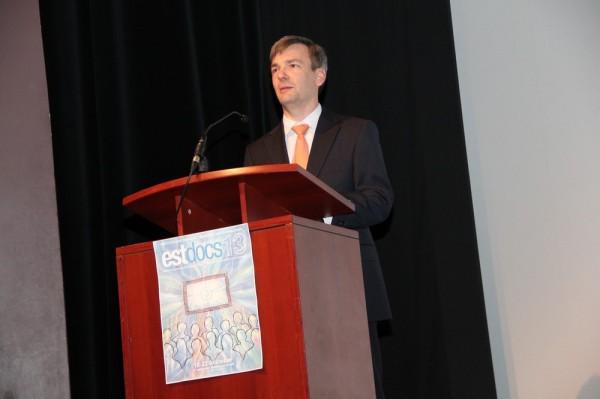 Lühifilmide komitee juhataja Tauno Mölder kuulutas välja lühifimide võitjad - pics/2013/10/40523_005_t.jpg