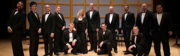 Canadian Men's Chorus, kes esitab eestikeelset jõulumuusikat 14. dets.  Glenn Gould Studios. Keskel, esimeses reas, koorijuht Glen Rainville.  foto: arhiiv - pics/2013/11/40786_001_t.jpg