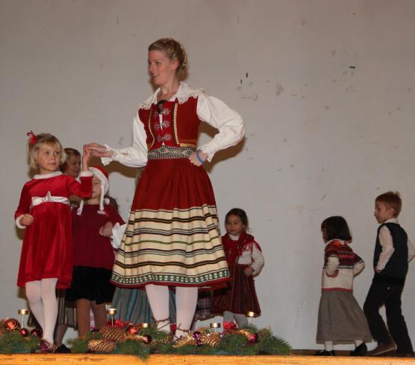 Kungla mudilaste tantsurühma juhib Kristina Põldre - pics/2013/12/40890_047_t.jpg