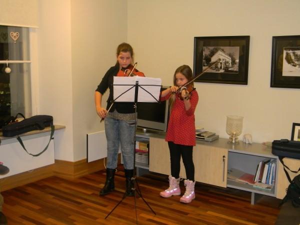 viiulipala esitavad perekond Neame tütred - pics/2013/12/40925_003_t.jpg