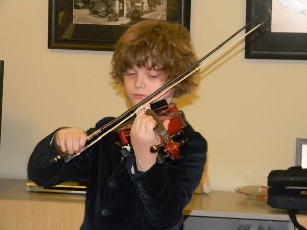 viiulit mängib Ingmar Kiviloo - pics/2013/12/40925_004_t.jpg
