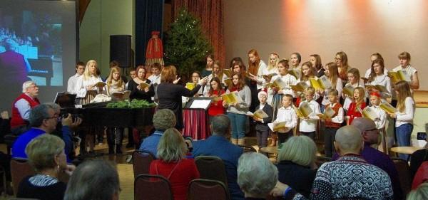Koolikoor esinemas detsembris Eesti Sihtkapitali Kanadas korraldatud Rahvajõulupuul Toronto Eesti Majas. - pics/2014/01/41122_001_t.jpg