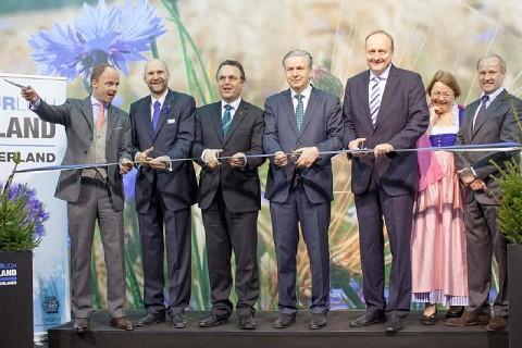 Eesti põllumajandusminister Helir-Valdor Seeder (vasakult teine) Grüne Woche avamisel Berliinis 17. jaanuaril.Foto allikas on EV Póllumajandusministeerium.  - pics/2014/01/41350_001_t.jpg