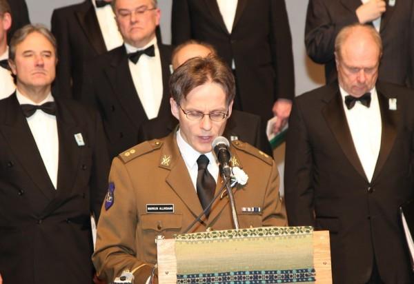 nooremleitnant Markus Alliksaar pidas kõne langenute mälestuseks - pics/2014/02/41535_012_t.jpg