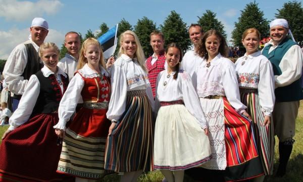 """""""Kungla"""" rahvatantsurühm 2014. aasta tantsupeol Eestis. Foto Tauno Mölder - pics/2014/07/42590_001_t.jpg"""