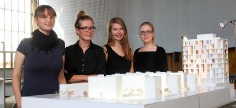 Arhitektuuribüroo b210 arhitektid (vasakult) Kadri Klementi, Aet Ader, Karin Tõugu ja Kaidi Õis. Fotol on kujutatud büroo varasem töö. Vaata fotosid Londoni poodiumilt klikkides loo lõpus olevale lingile. Foto: Marina Puškar / Postimees - pics/2014/07/42638_001_t.jpg