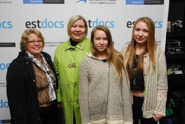 vasakult Leena Rosenberg, Aili Hutchings, Victoria H. ja Monika H. - pics/2014/10/43366_094_t.jpg