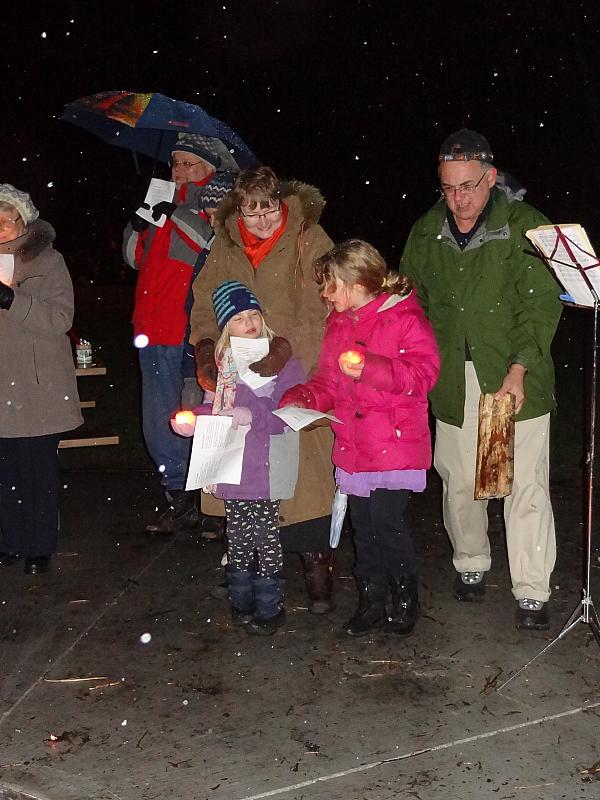 Metsajõulupuul osalejaid. Foto: EE  - pics/2014/12/43884_001.jpg