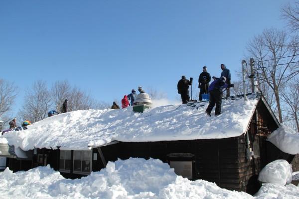 Köögi katuselt lume ajamine - pics/2015/02/44413_033_t.jpg