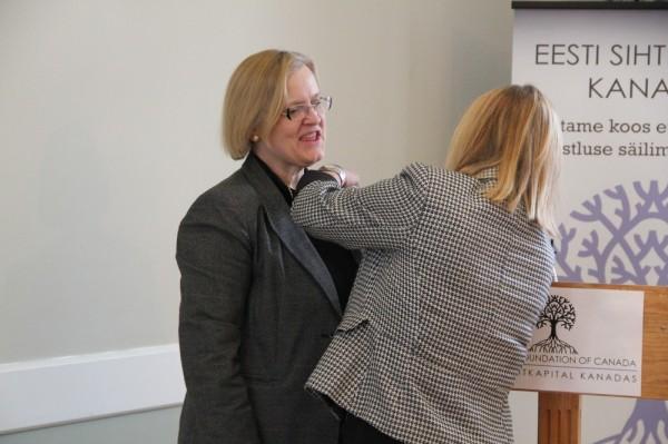 ESK suurannetaja märgi saab rinda Lea Kõiv - pics/2015/02/44435_006_t.jpg