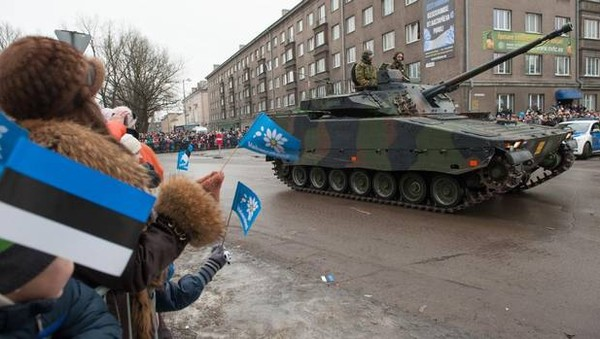 Spectators watch a tank during a parade as part of an event to celebrate 97 years since first achieving independence in 1918 on February 24 in Narva, Estonia. (RAIGO PAJULA/AFP/Getty Images) - pics/2015/03/44536_001.jpg