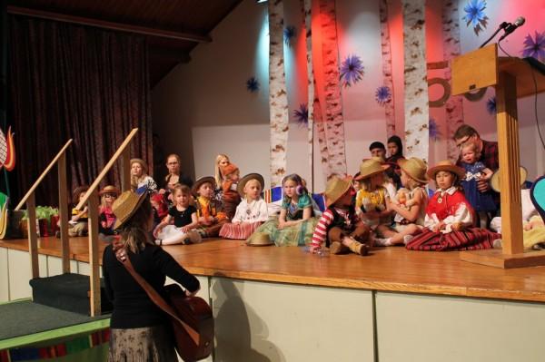 lapsed esinevad lauluga laval - pics/2015/04/44802_027_t.jpg