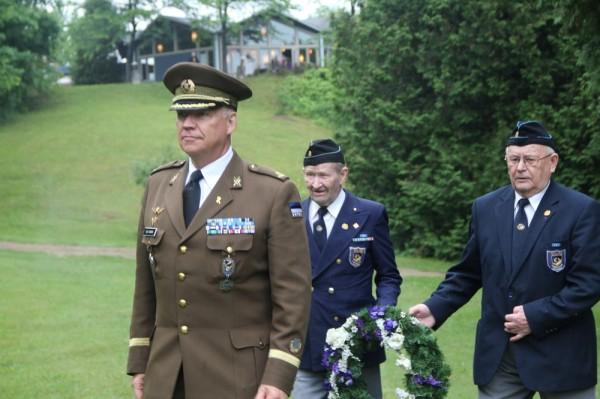major Ülo Isberg ning veteranid Endel Lindaja ja Heino Sepp  - pics/2015/06/45240_020_t.jpg