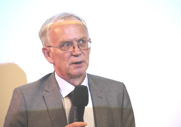 Rahvuskaaslaste programmi konverentsi avas Riigikogu esimees Eiki Nestor. - pics/2015/09/45844_002.jpg