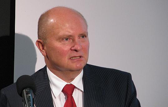 Kohaletulnuid tervitas Rahvuskaaslaste programmi nõukogu esimees Madis Lepajõe. - pics/2015/09/45844_003.jpg