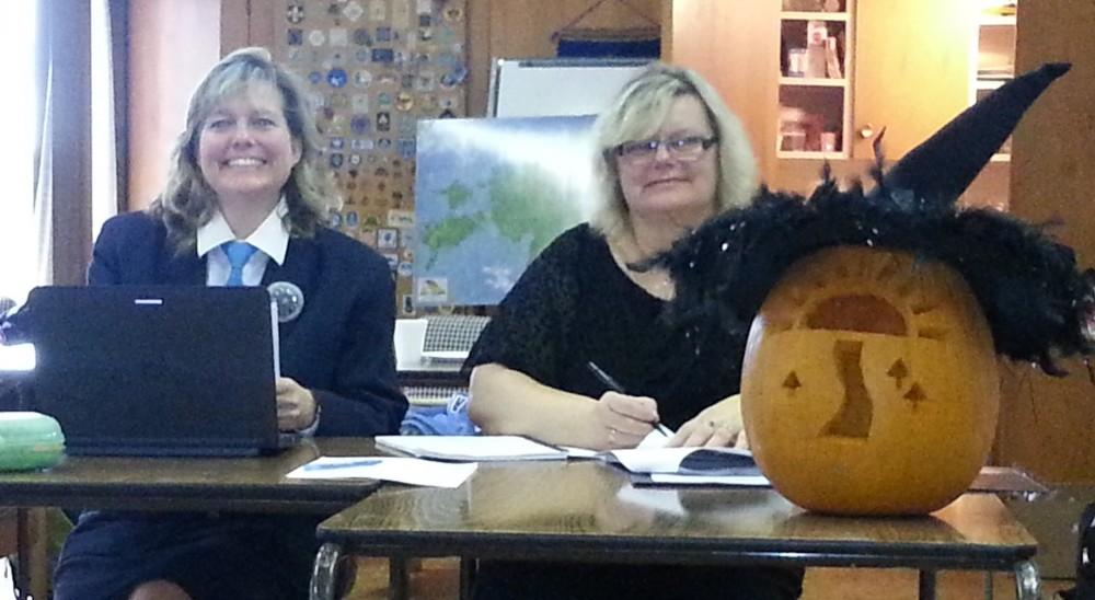 Eesti Skautide ja Gaidide Maleva Kanadas abijuht Lydia Van der Veen ja sekretär Eda Oja.  Foto: Ingrid Kütt  - pics/2015/11/46192_002.jpg