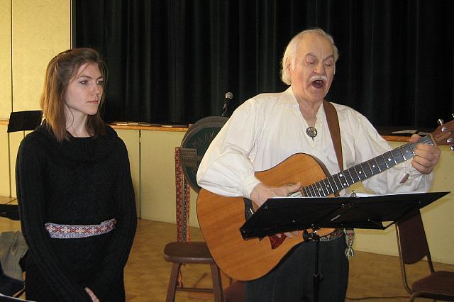 Sobiva muusikaga rikastasid maakondade rännakut Andres Raudsepp ja Järvi Raudsepp. Foto: E. Purje  - pics/2015/12/46427_002.jpg