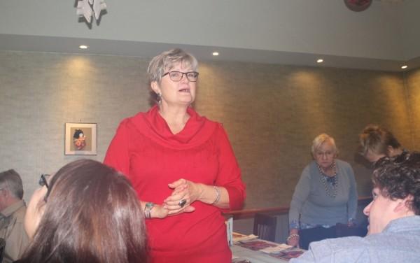 Kitcheneri Eesti Seltsi nimel tervitab Linda Montgomery.  - pics/2015/12/46446_001_t.jpg