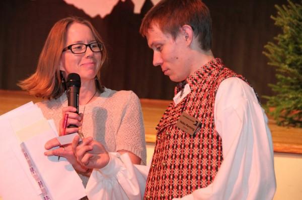 Rahvajõulupuu tegevkorraldaja ESK administraator Maimu Mölder ja teadustaja EM juhatuse liige Veiko Parming - pics/2015/12/46500_065_t.jpg