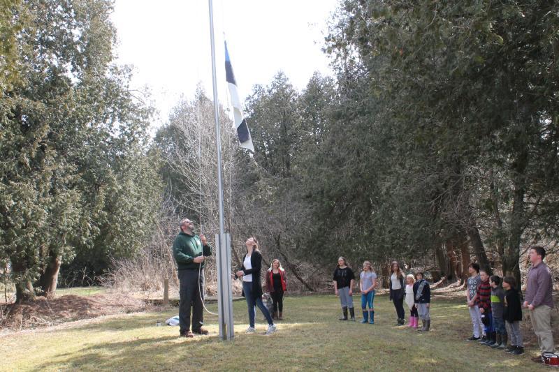 Seedrioru märtsivaheaja laagri alguse Eesti lipu heiskamine. - pics/2016/03/47268_001.jpg