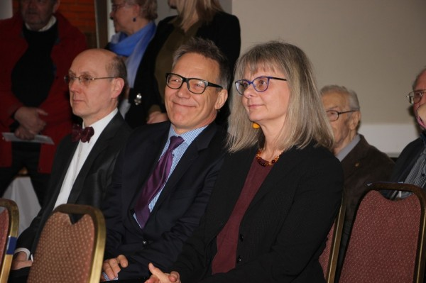 Keskel endine ETCU president Tarmo Lõbu. Foto: Lillian Lennox - pics/2016/04/47368_016_t.jpg