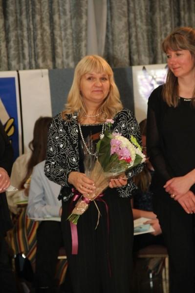 Tänati Eestist Viive Sarve, kes ka paneb maha õpetaja ameti.  - pics/2016/05/47605_058_t.jpg