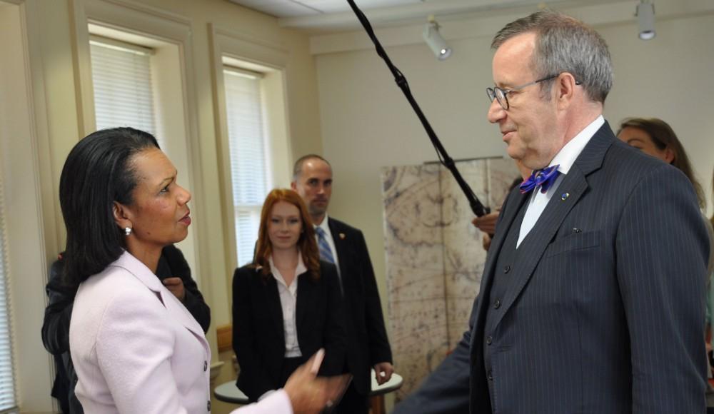 President Ilvest tervitas Stanfordi ülikoolis USA endine välisminister Condoleezza Rice. Foto: Foto: Vabariigi Presidendi Kantselei - pics/2016/05/47677_003.jpg