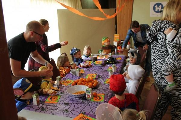 TES Lasteaia lapsed oodet söömas. - pics/2016/10/48604_007_t.jpg
