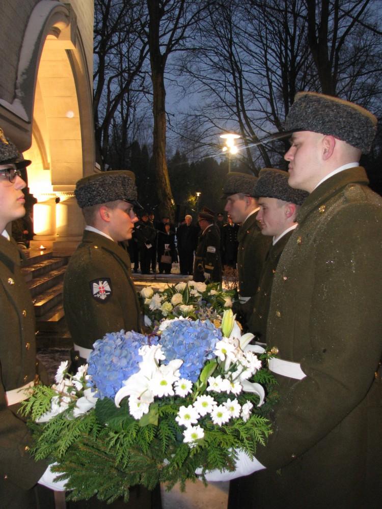 bf3e825c554 Eesti Kaitsevägi tähistas 16. novembril 98. aastapäeva. Sellel puhul toimus  Kaitseväe kalmistul Vabadussõjas langenute mälestusehise juures ...