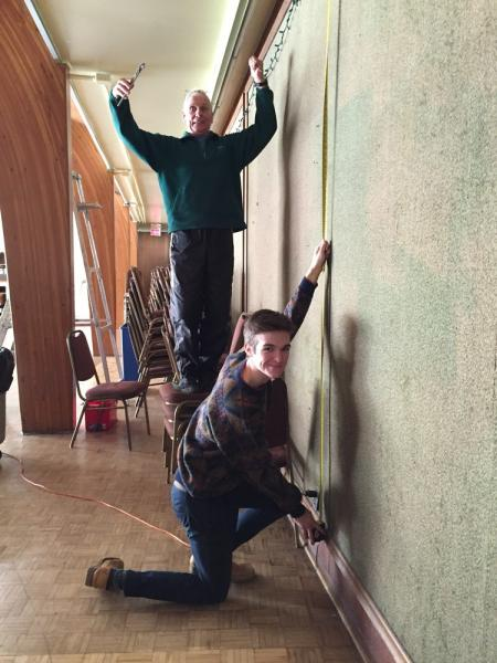 Roul Martjak ja Mihkel Jäenes mõõtmas seinu Roul Martjak and Mihkel Jäenes measuring and preparing the walls - pics/2016/11/48729_006_t.jpg
