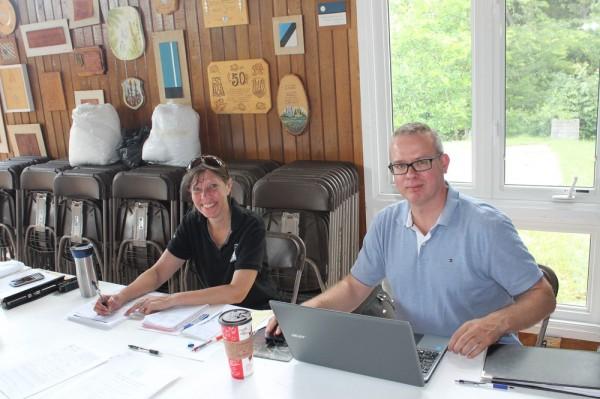 Seedrioru laagri registreermislauas Kadri Nõmmik-Munro ja Toomas Maripuu - pics/2017/07/49993_002_t.jpg