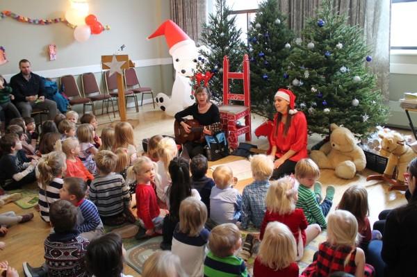 Laulu juhatavad Liina Purje-Lepik ja Katrin Sõmermaa - pics/2017/12/50759_004_t.jpg