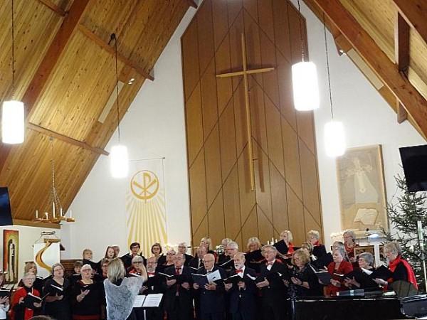 Esinemas Estonia Koor ja Toronto Vana-Andrese koguduse segakoor. Foto: P. Kiilaspea - pics/2017/12/50803_001_t.jpg
