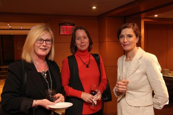 Viive Tork-Hiis, Maimu Mölder ja EV suursaadik Kanadas Gita Kalmet - pics/2017/12/50825_005_t.jpg