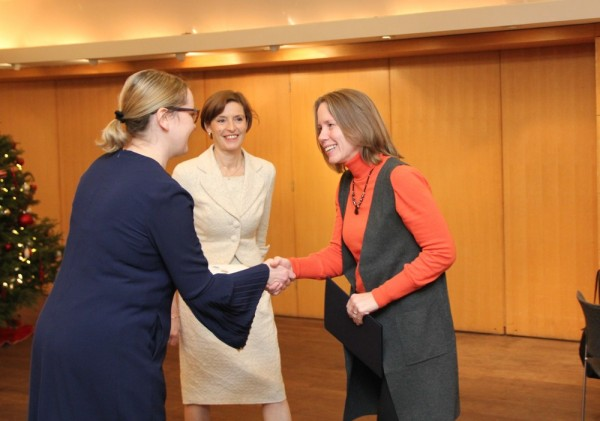 konsul Ottawas Triin Uibo, EV suursaadik Kanadas Gita Kalmet ja Maimu Mölder - pics/2017/12/50825_016_t.jpg