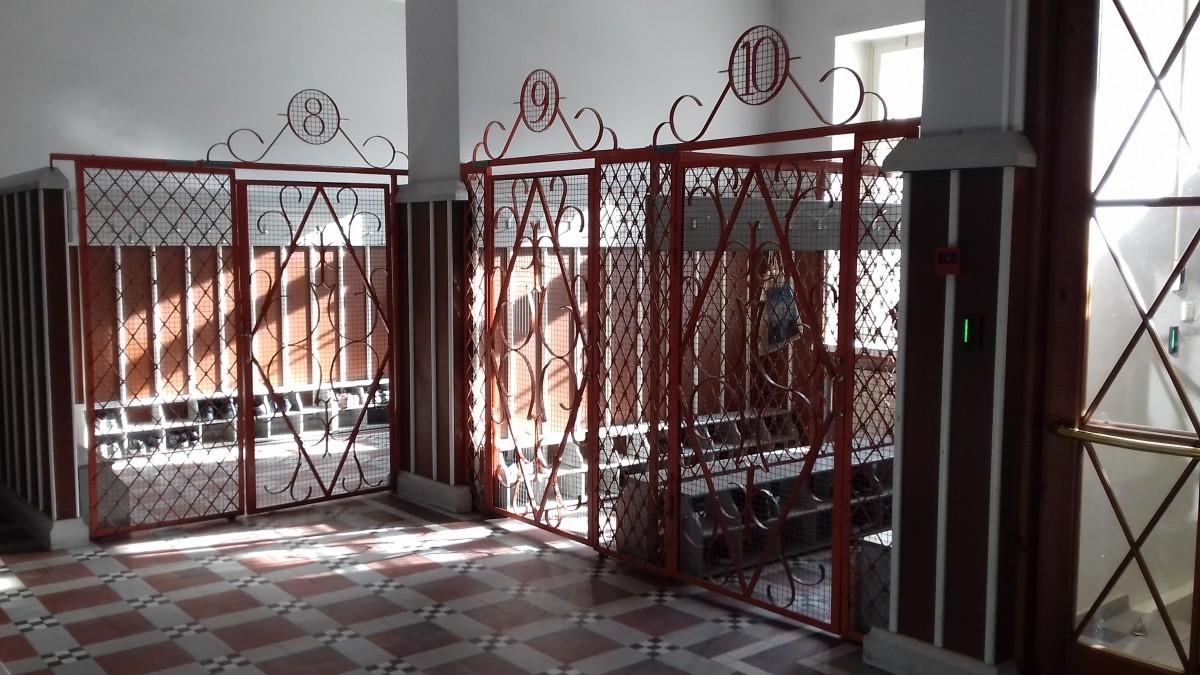 ab5459e0d57 Selline vaade avanes päikselisel Riigikogu valimiste hommikul, pühapäeval,  3. märtsil Ristiku põhikooli fuajees. Siia, Põhja-Tallinna valimisjaoskonda  nr 83 ...
