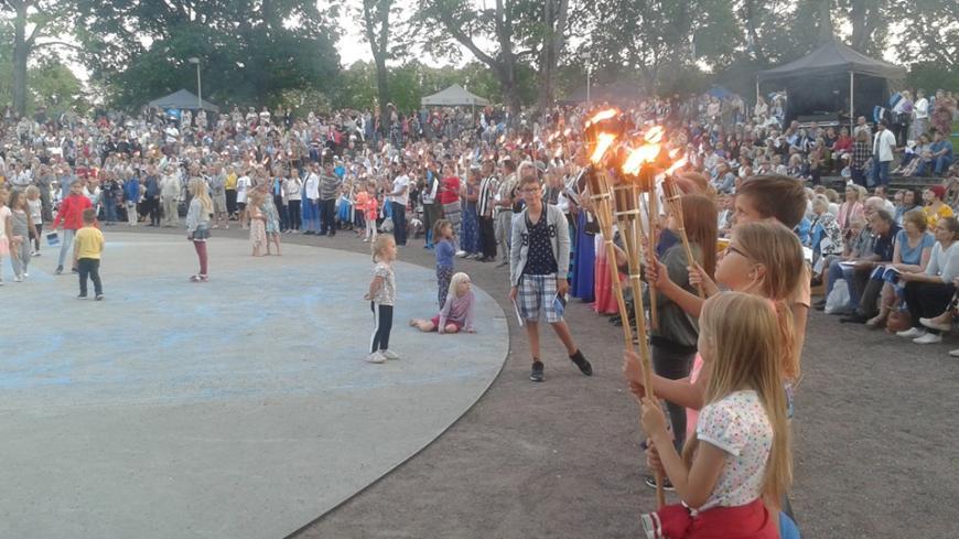 EKRE toetajad laulsid Pärnus koos staaridega vaba rahva laulu Uued Uudised