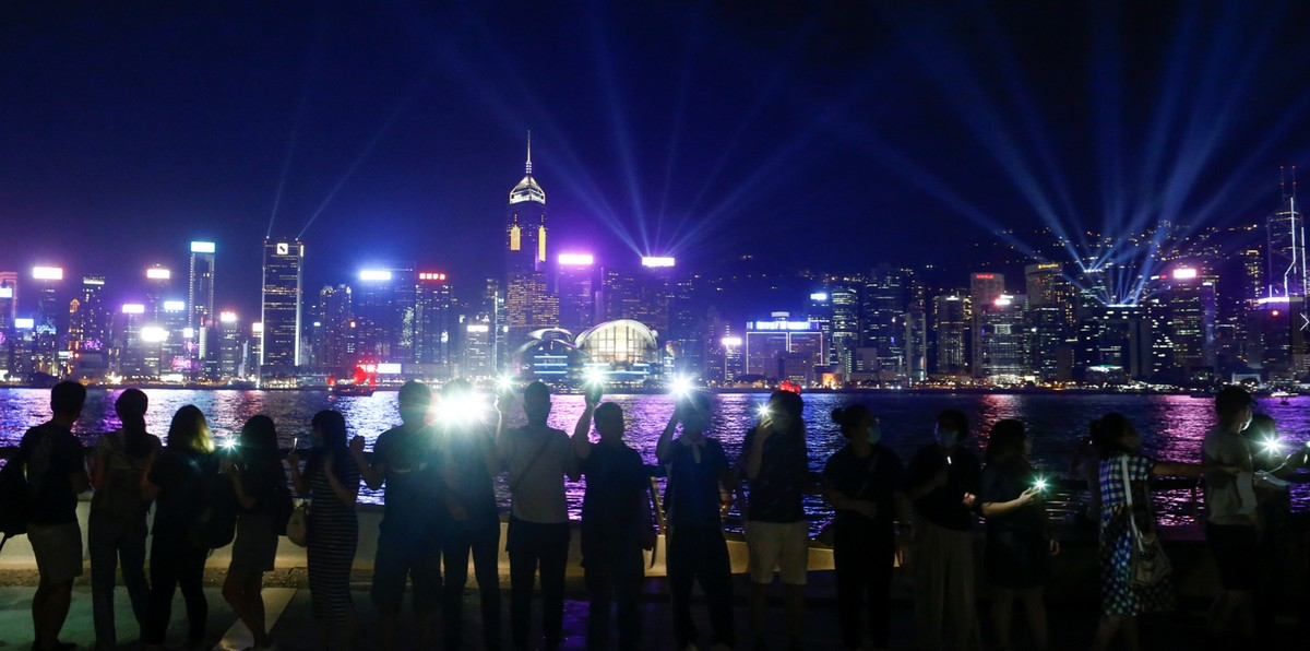 Hong Kong protesters are forming a human chain 30 years after the Baltic Way democracy protests