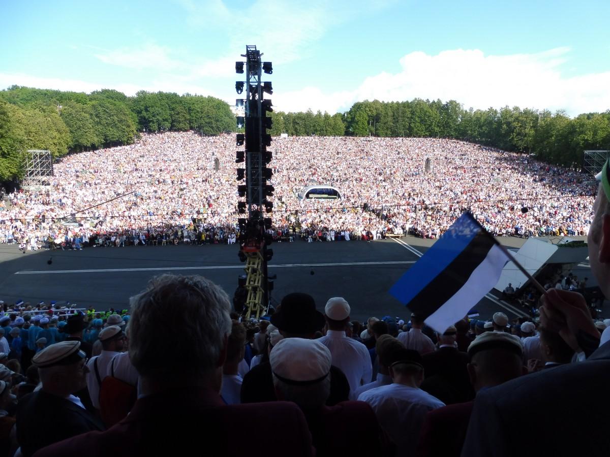 Ühendus Eesti laulupidude ja meie rahvusliku identiteedi vahel. Eesti Elu